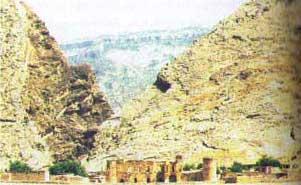 قلعه پوراشرف  واقع در شهر دره شهر